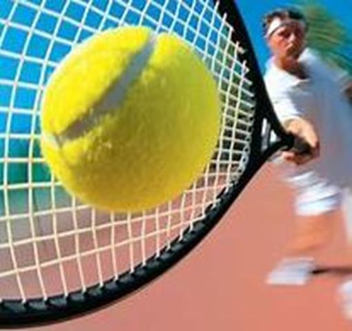 bal tegen racket aan